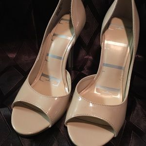 Gently used Elle tan open toe pumps size 7 1/2 Med